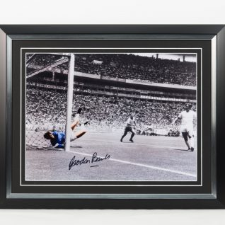 Gordon Banks Signed Picture-0