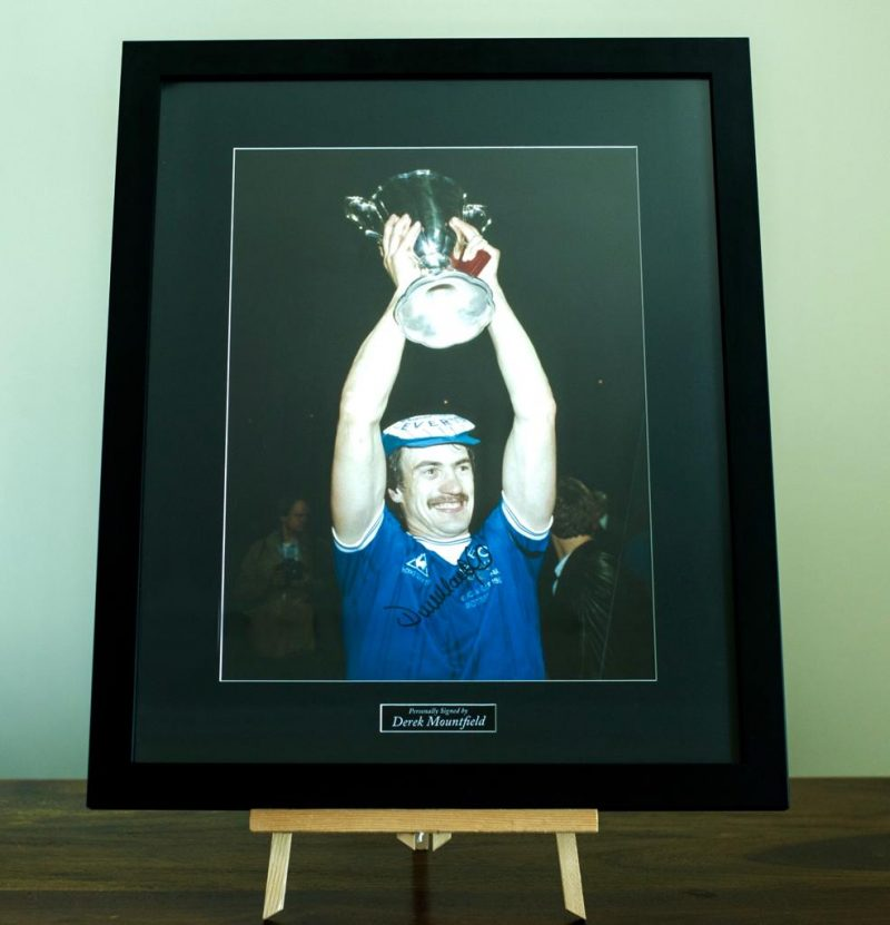 Derek Mountfield - Everton Signed Picture -0